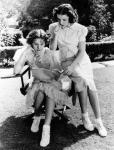 Judy Garland and Deanna Durbin_36_Every Sunday_2a