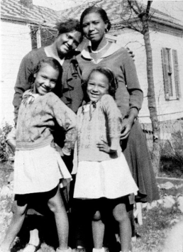Dorothy Dandridge (right) sister Vivian, mother Ruby (upper left), and (mother's companion) Geneva Williams