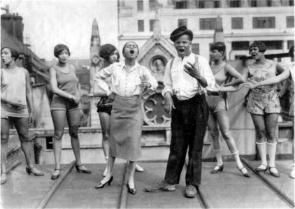 Blackbirds of 1926_Florence Mills, Johnny Hudgins_and chorus girls rehearse_roof of London Pavilion_1_t0f15