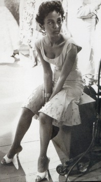 Dorothy Dandridge_seated_2_t0f50