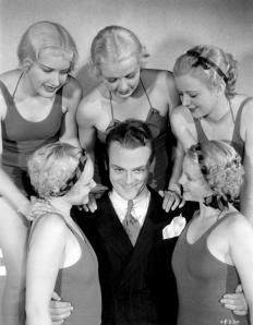 Footlight Parade-33-Cagney & chorus girls-1-c1