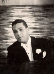 Singer and pianist Leslie Hutchinson (Hutch, died August 1969).