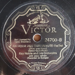 1934 An Hour Ago This Minute, flip side of Midnight, The Stars and You, Victor 24700 label (1)