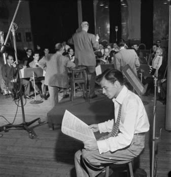 Frank Sinatra and Axel Stordahl, Liederkrantz Hall-c1947-2-f12