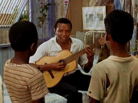 1959-orfeu-breno-mello-plays-guitar-1a