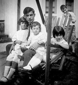 Eddie Cantor with his children (1a)
