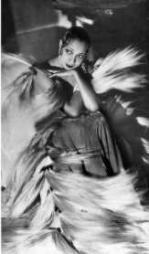 Josephine Baker_feathered_2