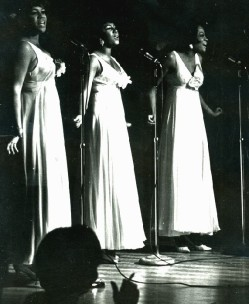 1966_Supremes_Roostertail_1