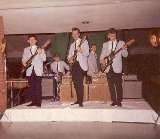 Shondells-with-Tommy-James-far right-1963-1