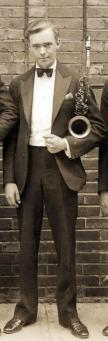 Einar Swan-1926-with-members-of-Vincent-Lopez-Sax-Section-c1-d40