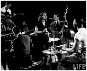 Lee-Wiley-singing-with-pianist-jess-stacy-eddie-condon-(guitar)-sid-weiss-(bass)-cozy-cole-(drums)-jam-session-LIFE-by-Gjon-Mili-f40