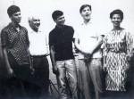Antonio Carlos Jobim e Dorival Caymmi com os filhos Danilo, Dori e Nana, no estúdio da Elenco, 1964