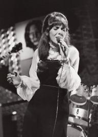 Karen Carpenter sings, 1971 (2)