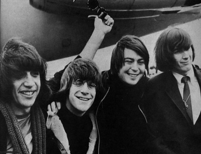 Lovin' Spoonful, arrive London airport, 1966 (1a)
