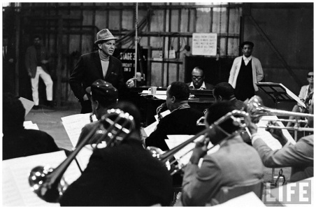 Frank Sinatra with Count Basie & Orch-1964-by John Dominis (1a)