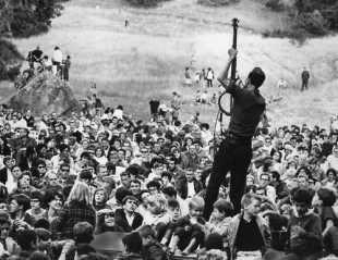 Pete Seeger-Newport Folk Festival-1960s-1