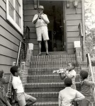 Louis Armstrong with kids, trumpet lesson(7)